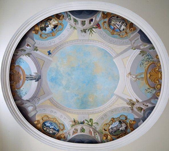 Vẽ tranh lên trần nhà.JPG